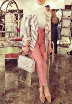 New hijab trends have just popped up few weeks ago; Modern Hijab Fashion, Muslim Women Fashion, Street Hijab Fashion, Hijab Fashion Inspiration, Islamic Fashion, Fashion Wear, Fashion Outfits, Abaya Fashion, Casual Hijab Outfit