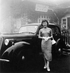 Growing up in Shanghai: Hongkonger's memoir of soirees, school days, a shooting and some Black Swans 1930s Fashion, Vintage Fashion, Asian Woman, Asian Girl, Old Shanghai, British Hong Kong, Mode Vintage, China Fashion, Vintage China