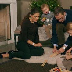 A new Christmas video of Victoria, Daniel, Estelle and Oscar has just been released and it's wonderful as always It was taken at their home in Haga Parken