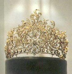 Another image of the large ornate tiara of Queen Charlotte, now in the Landesmuseum, Stuttgart. This piece does come apart to form floral devant de corsage and brooches, but so far no image of anyone wearing the whole tiara Royal Crowns, Royal Tiaras, Tiaras And Crowns, Royal Jewelry, Vintage Jewelry, Jewellery, Circlet, Crown Jewels, Royals