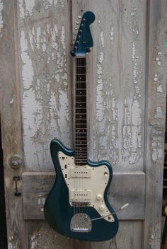 Fender announced the Jazzmaster at the 1958 NAMM show as a high-end jazz guitar with an array of innovative features and sleek sports-car inspired curves. Fender Electric Guitar, Fender Guitars, Jazz Guitar, Guitar Amp, Lake Placid Blue, Jazz Players, Namm Show, Elvis Costello, Vintage Guitars