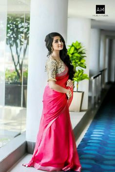 South Indian actress Anupama Parameswaran in saree photo gallery. Anupama Parameswaran in saree picture, image, wallpaper. Beautiful Girl Photo, Beautiful Girl Indian, Most Beautiful Indian Actress, Beautiful Saree, Beautiful Gorgeous, Beautiful Pictures, Photoshoot Images, Saree Photoshoot, House Of Blouse
