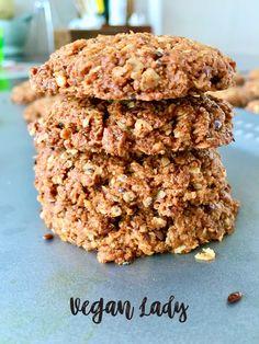 Domáce ovsené digestives bez éčiek a nezdravých nezmyslov.  Chrumkavé na povrchu a šťavnaté vnútri., s jemnou chuťou kokosu, vločiek a semienok, osladené kokosovým cukrom a sirupom z agáve. Ale, Cereal, Vegan, Cookies, Baking, Breakfast, Desserts, Food, Crack Crackers