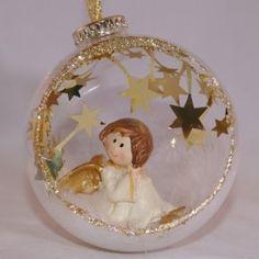 058.-kerstbal-open-met-engeltje-in-de-bal-doorzichtig-met-goud-glitter