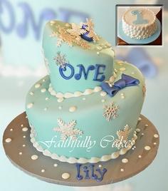 Winter Snowflake Birthday Cake @Sara Larson  Cute for winter bday.  not so bad having a winter baby.