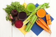 7 Cleansing Foods for a Natural Detox - Natural Health Natural Detox, Natural Health, Body Cleanse Diet, Diet Cleanses, Smoothies, Diet Diary, Healthy Eating Habits, Healthy Food, Healthy Living