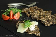 No-carb crackers with sunflower, sesame and flax seeds