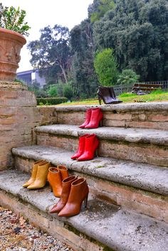 Noë Antwerp is a women's shoe brand with beautiful ladies shoes in over 88 colors. From killer stilettos and pretty peeptoes, to kitten heels and ankle boots. Fall Winter 2015, Autumn, Hunter Boots, Shoe Brands, Rubber Rain Boots, Kitten Heels, Ankle Boots, Metallic, Beautiful Women