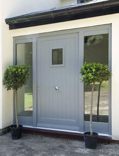 Contemporary Timber Entrance Door by Mumford & Wood. Only issue is position of door knob! Cottage Front Doors, Front Door Porch, Porch Doors, Front Porch Design, Front Door Entrance, House Front Door, House Entrance, Porch Uk, Entry Doors