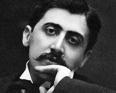 Marcel Proustnació en Auteuil, uno de los distritos más elegantes de París, el 10 de julio de 1871. Su obra cumbre,À la recherche du temps perdu–En busca del tiempo perdido-, empezó a publicarse en 1913 y terminó en 1927; Proust había fallecido cinco años antes.