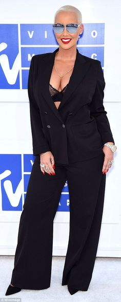 She knows how to stand out! Some mirrored sunglasses and bold red lips completed the TV host's look
