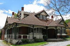Federation - Queen Anne house in Kew, Vic. I've always loved Queen Anne's. Melbourne Suburbs, Melbourne House, Australia House, Australia Living, Australian Architecture, Architecture Design, Style At Home, Edwardian Haus, Victorian Style Homes