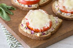 Hungry Girl's Healthy Italian Tuna Melts Recipe Makes 2 servings. Ww Recipes, Gourmet Recipes, Mexican Food Recipes, Healthy Weeknight Dinners, Healthy Dinner Recipes, Healthy Options, Italian Tuna, Tuna Melt Recipe, Pisces