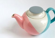 super cute teapot!