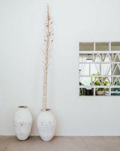 minimalist hallway Bohemian Design, Modern Bohemian, Exterior Paint, Interior And Exterior, Home Decor Inspiration, Color Inspiration, Dunn Edwards Paint, Outdoor Tub, Yucca Valley