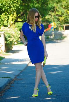 Electric blue dress and yellow shoes.