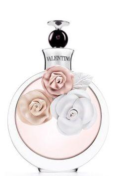 Valentina van Valentino is een bloemig en fruitig parfum met bergamot en witte truffel als topnoten, aardbei, jasmijn, oranjebloesem en tuberoos als hartnoten en amber, vanille en cederhout als basisnoten