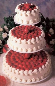 Strawberry Cheesecake Wedding Cakes 3 Tier Cheesecake Wedding Cake with Fresh Strawberries on Top and Whipped Cream Strawberry Wedding Cakes, Wedding Strawberries, Wedding Cake Red, Wedding Cake Toppers, Wedding Cake Flavors, Camo Wedding, Cheesecake Wedding Cake, Best Cheesecake, Strawberry Cheesecake