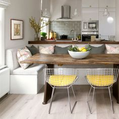 Amazing and Comfortable Minimalist Dining Room Design Ideas – Design & Decor Ideas Dining Table With Bench, Kitchen Benches, Kitchen Dining, Kitchen Island, Kitchen Corner, Kitchen Booths, Small Kitchen With Table, Small Dining Rooms, Built In Dining Room Seating