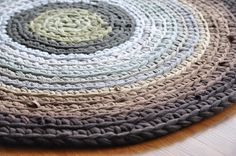 Crochet upcycled rug - could really work in my living room #crochet