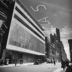 Exterior of MOMA (Museum of Modern Art), designed by architects Philip L Goodwin and Edward Durrell Stone on the day of its opening, 10 May 1939. Very modern building for its time.