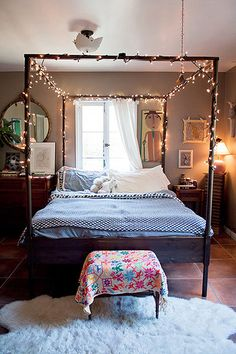 twinkle lights bedroom - doesn't look too hard to make! And I could tangle the fairy lights together like a spider web over the top, so it'd be like looking at my own personal stars! <3  #genevieverose3 <3