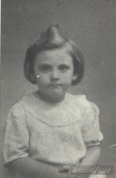 Name: Janine Wajskopf Birth: 1936 Gender: Female child Nationality: French Background: Jewish *light skin* Residence: Paris, France Death: August 23, 1942 Cause: Murdered in Auschwitz Age: 6 years