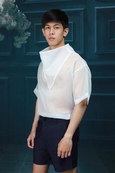 Short-sleeved shirt that has been designed to look striking and striking. White Fashion, Unique Fashion, Mens Fashion, Camping Style, Future Clothes, Future Fashion, Vogue, Minimalist Fashion, Streetwear Fashion