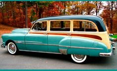 1952 Pontiac Wood Grained Deluxe Wagon Perfect for cape cod summer. Porsche 911 Rsr, Bugatti Veyron, Rolls Royce Phantom, Cadillac, Vintage Cars, Antique Cars, Beach Wagon, Pontiac Chieftain, Woody Wagon
