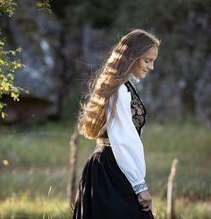 Portrett Fotograf Gøril Sætre Norge Dreadlocks, Hair Styles, Beauty, Hair Plait Styles, Hair Makeup, Hairdos, Haircut Styles, Dreads, Hair Cuts