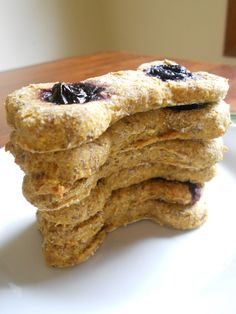 Blueberry Pumpkin Dog Treats Bark And Biscuits - The Best Part About These Treats Are How Easy They Are To Make Only If You Add Water Your Dog Will Deem You Worlds Best Cook Ingredients Cup Blueberries Fresh Or Frozen Pumpkin Dog Treats, Homemade Dog Treats, Healthy Dog Treats, Homemade Biscuits, Vegan Treats, Dog Treat Recipes, Dog Food Recipes, Cookie Recipes, Food Dog