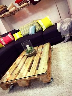 One Pallet Highly Modern Coffee Table - 300+ Pallet Ideas and Easy Pallet Projects You Can Try