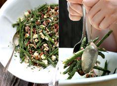 Salade de fèves vertes, fêta, noix de grenobles grillées et estragon avec une vinaigrette à la moutarde.
