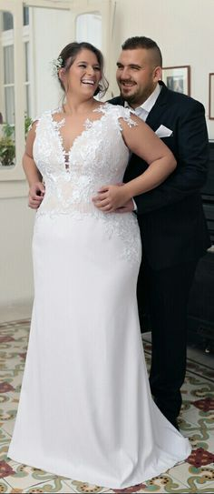 Curvy and confident in a plus size mermaid weddding gown with a plain skirt. Efrat. Studio Levana