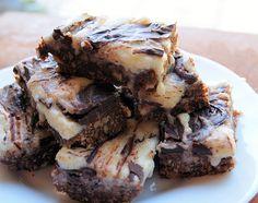 Nanaimo Bars Christmas Food Treats, Christmas Baking, Christmas Foods, Octopus Cake, Nanaimo Bars, Blondie Bar, Edible Gifts, Cookie Bars, Blondies
