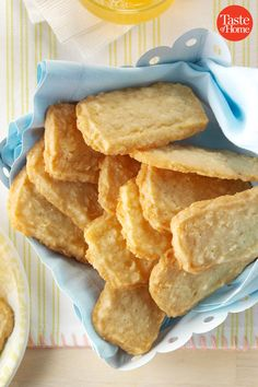 50 Vintage Recipes That Celebrate Butter - Baking Recipes Yummy Cookies, Yummy Treats, Yummy Food, Buttery Cookies, Baby Cookies, Heart Cookies, Valentine Cookies, Easter Cookies, Birthday Cookies
