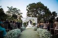 Cerimônia ao ar livre | Wedding Decor| Outide Wedding | Casamento no campo | Decoração com flores brancas | Decor | Flowers | Inesquecível Casamento