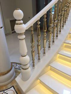 Процесс создания лестницы из акрилового искусственного камня своими руками компании De art. Монтаж лестницы, перил, поручней, балясин. Лестница в доме, офис, лофт, в интерьере дома, на улице, в квартире. Минимализм и дизайн. Поручень лестницы из искусственного камня возможно с подсветкой. Ступени лестницы из искусственного акрилового камня в дом, каменные. Акриловый камень. Искусственный камень в интерьере. Лестница с подсветкой. Подсветка ступеней лестницы. Ступени с подсветкой.