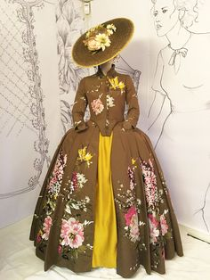 Love the Outlander's intricate costumes? We chatted recently with Outlander costume and embroider artist, Liz Boulton, about some of the hidden details in the Outlander costumes from Seasons 18th Century Dress, 18th Century Fashion, Vintage Outfits, Vintage Dresses, Vintage Hats, Historical Costume, Historical Clothing, Historical Dress, Costumes Outlander
