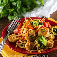 Sweet N' Spicy Shrimp Stir-Fry with (organic) chow mein noodles and lots of veggies! It's a out-of-this-world recipe that's ready in under 30 minutes!