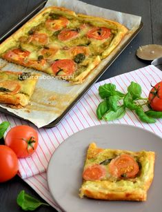Italiaanse plaattaart Pizza, Vintage Cooking, Cooking Recipes, Healthy Recipes, Lunch Snacks, High Tea, Italian Recipes, Love Food, Appetizer Recipes