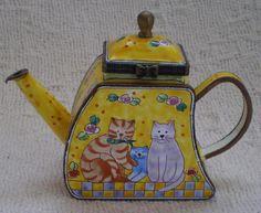 Cloisonne mini teapots, Kelvin Chen cats & city scape
