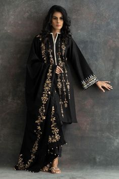 Show details for Enchanted hydrengea Pakistani Fashion Party Wear, Pakistani Dresses Casual, Pakistani Bridal Dresses, Pakistani Dress Design, Indian Dresses, Indian Outfits, Indian Fashion, Pakistani Clothing, Indian Designer Outfits