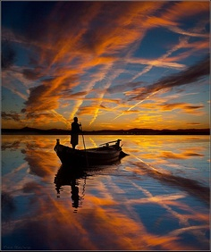 The Boatman by Spanish photographer Tino Rovira    El Barquero, imagen del fotógrafo español Tino Rovira