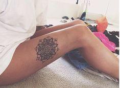 Amazing Mandala Small Thigh Tattoos for Girls - AZ Tattoo Designs Piercing Tattoo, Tattoo Platzierung, Tatoo Henna, Tatoo Art, Get A Tattoo, Piercings, Mandala Tattoo Design, Mandala Thigh Tattoo, Tattoo Designs
