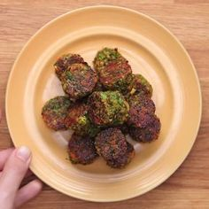 "These ""Tater Tots"" Are Made Of Broccoli And They're Amazing As Life Broccoli Tots make them low-carb/keto by using almond flour in place of reg flour Veggie Dishes, Vegetable Recipes, Vegetarian Recipes, Cooking Recipes, Healthy Recipes, Vegan Meals, Diet Recipes, Broccoli Recipes, Easy Cooking"