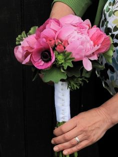 never thought I would want pink wedding flowers - but I think this will work so well!