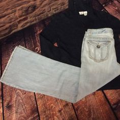 "AEROPOSTALE LIGHT-WASH DENIM JEANS Great pair of gently used distressed jeans in short length.. Inseam 28"" perfect with all those dark colored sweaters for fall and winter.. Hailey skinny flare style Aeropostale Jeans Boot Cut"
