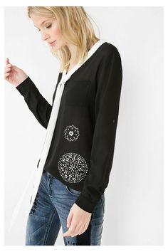 Blusa negra con lazo en el cuello 5db38565ce