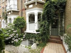 Ideas For White Front Door Exterior Victorian Terrace Garden Design, House Front, Small Front Gardens, Exterior Front Doors, House Front Porch, Small Space Gardening, Victorian Front Garden, Basement Flat, Victorian Terrace